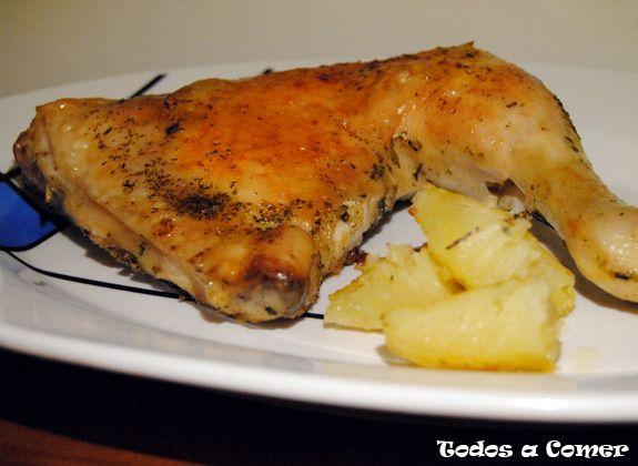 Hay muchas formas de preparar los asados de pollo, si optamos por hacer unos muslos de pollo asados con patatas conseguiremos una receta sencilla y muy saludable.