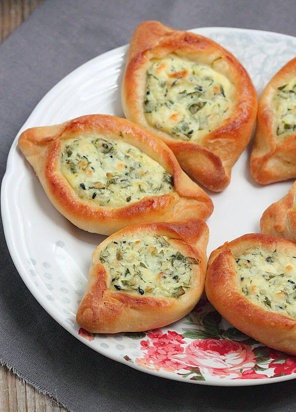 On poursuit nos péripéties culinaires avec une recette libanaise d'amuse bouche. A base de fromage et d'herbes fraîches, ces petits encas ...