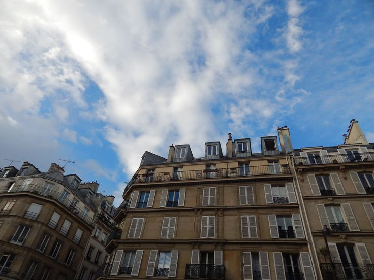 #Parisappartments #Parishousing #viewfrombellow #rooftops Typical appartments of Paris, with the particular rooftops!