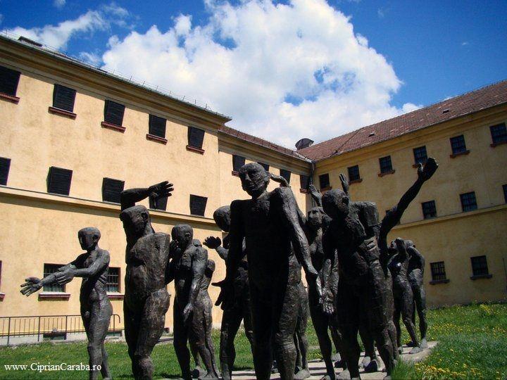 Memorialul Sighet...intr-un cuvant...IMPRESIONANT!   http://www.cipriancaraba.ro/memorialul-victimelor-comunismului-si-al-rezistentei-sighetu-marmatiei-calator-prin-romania/