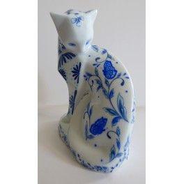 chat en porcelaine fine de limoges peint à la main. collection Envolée bleue ; Atelier porcelaine