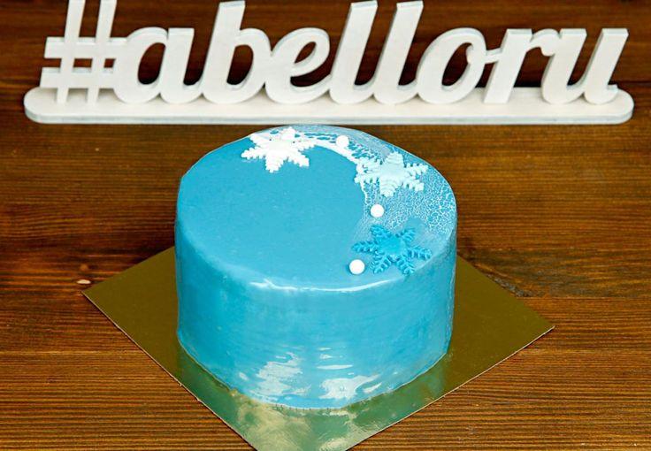 """Торт """"Зимняя сказка""""  Вкуснейший торт в зимней тематике, напоминающий морозное утро, украсит ваш праздничный стол в любую пору года😄 Ведь даже в теплый период года так хочется окунуться вновь в волшебную зиму❄️  С удовольствием изготовим #тортнапраздник от 1-го кг всего за 2150₽/кг.  Специалисты @abello.ru всегда рады помочь с выбором потрясающего и натурального десерта по единому номеру: +7(495)565-3838 Телефон/WhatsApp/Viber. Так же в помощь наш сайт www.abello.ru с нашими работами для…"""