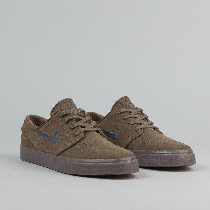 sports shoes afc84 d50d3 Nike SB Stefan Janoski Shoes - Fieldstone Iron   Anthracite   White   Gum    Flatspot   Shoes in 2019