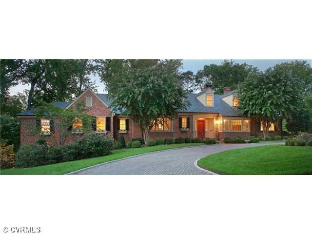 ranch style home would love a round about driveway home ideas rh pinterest com
