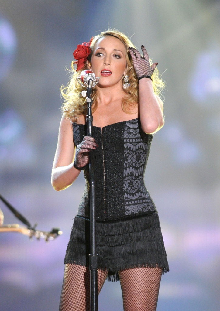 Country singer Ashley Monroe wearing a gorgeous corset.