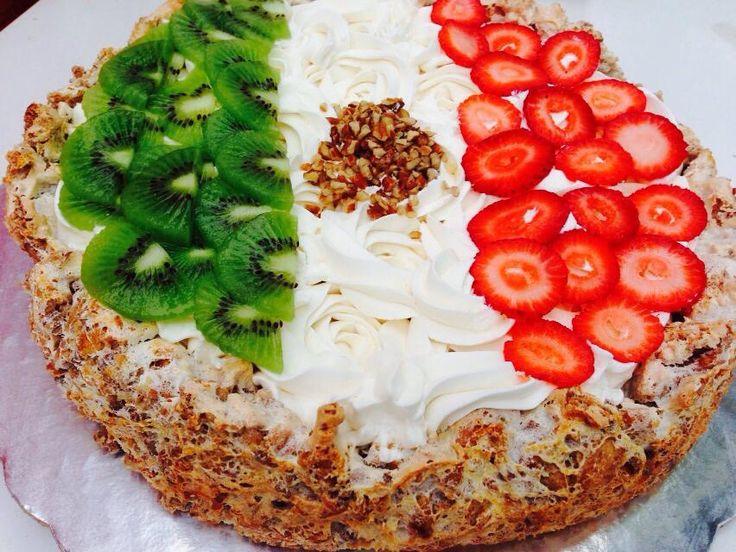 Una de mis ricas creaciones... Mostachon con fresas y kiwis desde Sabinas Coahuila