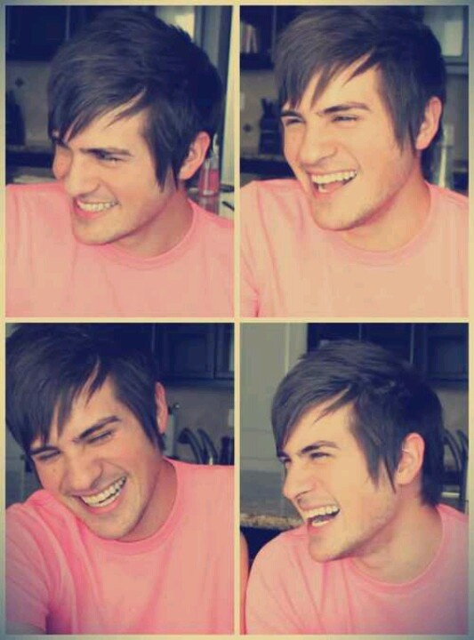 Anthony Padilla from Smosh. Why does he have to be so darn cute?!  Tho i love Ian.........................................❤
