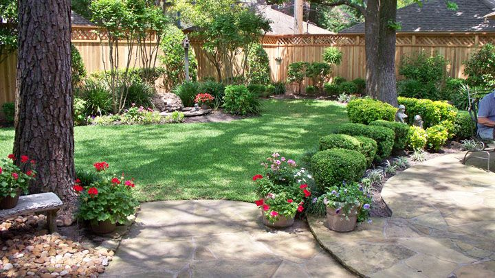 Landscaping along privacy fence wood fence residential for Small patio landscaping