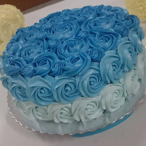 Degradê Azul Médio do #cursodechantininho O bolo de verdade é elaborado com chantininho feito com chantilly bunge Ricca. Textura aveludada e super cremosa.