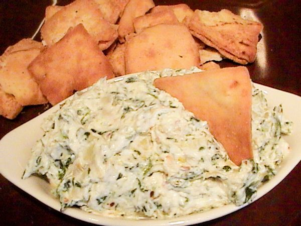 Olive Garden Hot Artichoke-Spinach Dip Recipe Pampered Chef version: 13 oz artichoke hearts (drained and chopped); 10 oz frozen spinach (thawed and drained); 1/2 c sour cream; 1/2 c mayo; 3/4 c grated Parmesan; 1 pressed garlic clove --- bake 20-25 min @ 375 degrees