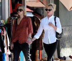Dakota Johnson Life: HQ Pictures of Dakota and Melanie in LA on October 29, 2008.