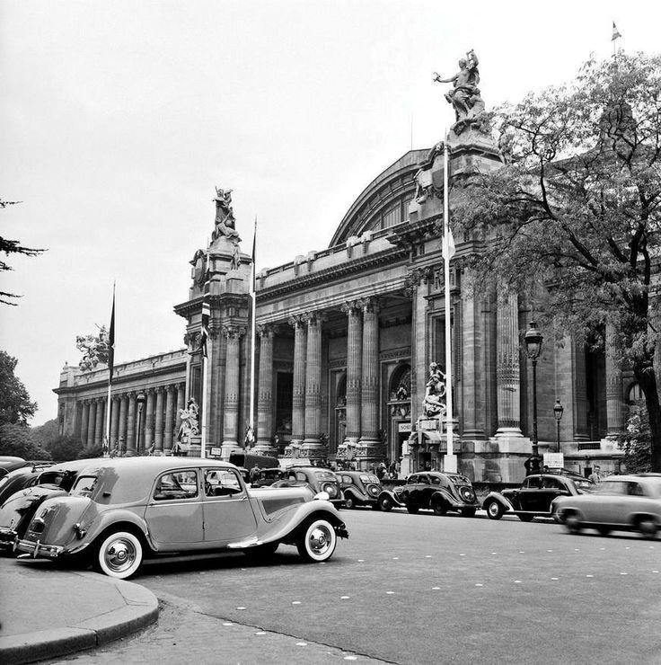 Le Palais De L Automobile : 1953 tractions avant gar es devant le grand palais l 39 occasion du salon de l 39 automobile photo ~ Medecine-chirurgie-esthetiques.com Avis de Voitures