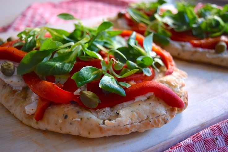 5 or less recept: pizza van naanbrood met gegrilde paprika.