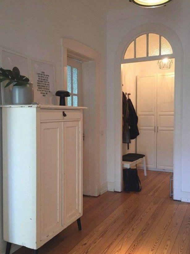 Unser Flur Alter Vertiko Alter Schrank Ankleide Garderobe In 2020 Retro Interior Design Retro Interior Tall Cabinet Storage