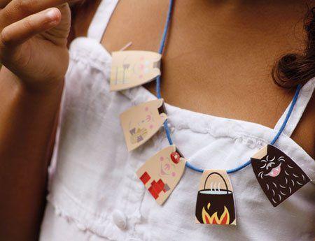 Collares de papel de tapa dura muy originales fabricado en Francia