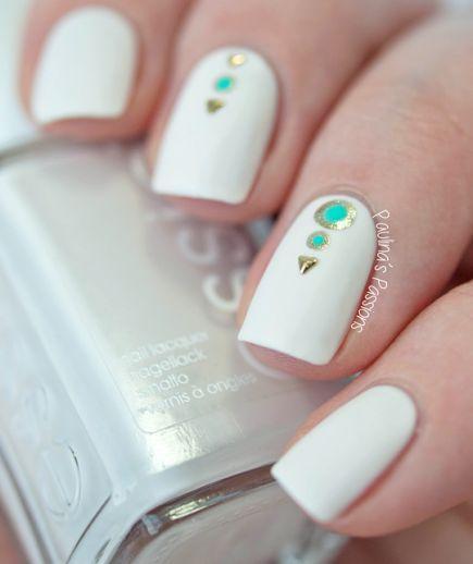 Preciosas Uñas de color Blanco para el Verano