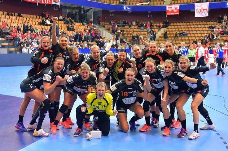 Estavana Polman met Oranje Handbaldames naar wedstrijd tegen Polen op het EK in Zweden