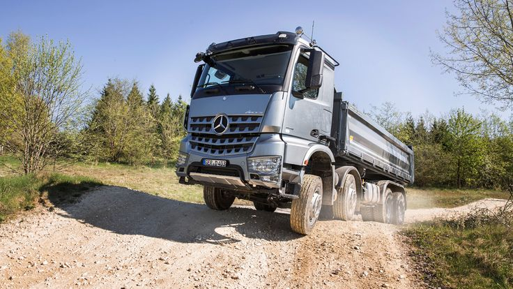 El Mercedes Arocs es una gama de camiones destinada al trabajo duro de la construcción. #tiendadellantas #motos #carro #seguridad #prevención #diseño #innovación #tecnología #motor #rueda
