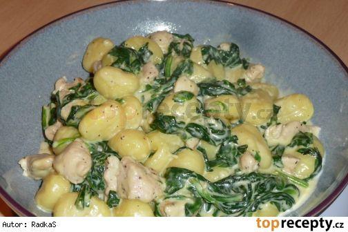 Gnocchi s kuřecím masem, špenátem a sýrovo smetanovou omáčkou