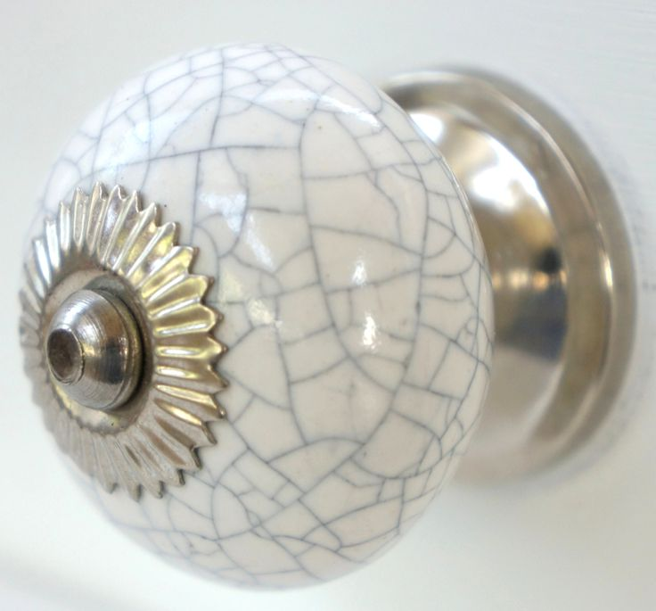 17 best images about incredibly beautiful vintage door for Knobs for bureau