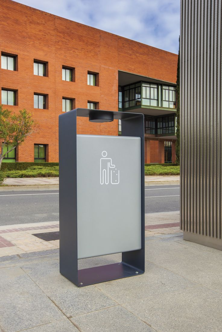RADIUM by mmcité A geometrically styled body with softly rounded edges benefiting from the technology of bent steel sheet. The supporting ring contains an inserted box for the inner bin. The assembly is an example of an elegant and durable litter bin. Through its design it is associated with the Radium range of benches and bollards.