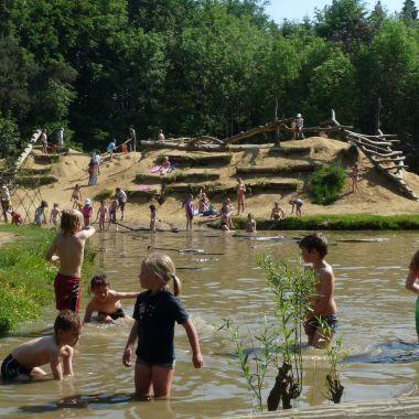 Spelen op natuurspeelplaats Hobbeldonk / averegten, Heist op den berg