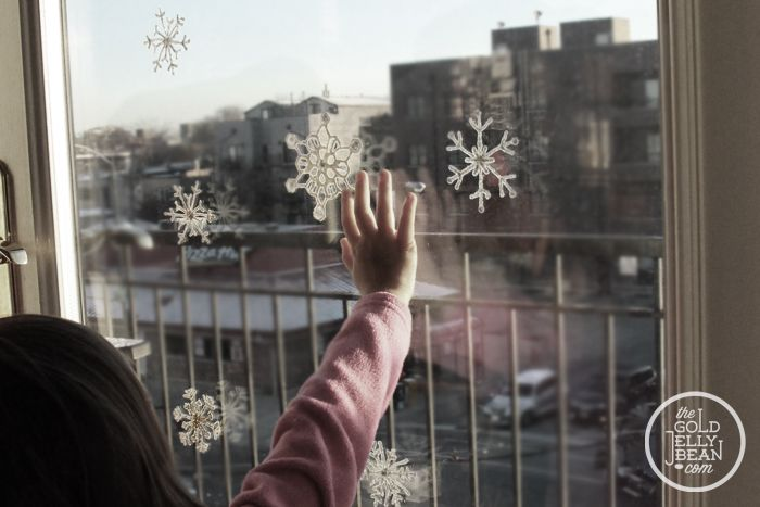 DIY Snow Flake Window Clings, via www.thegoldjellybean.com