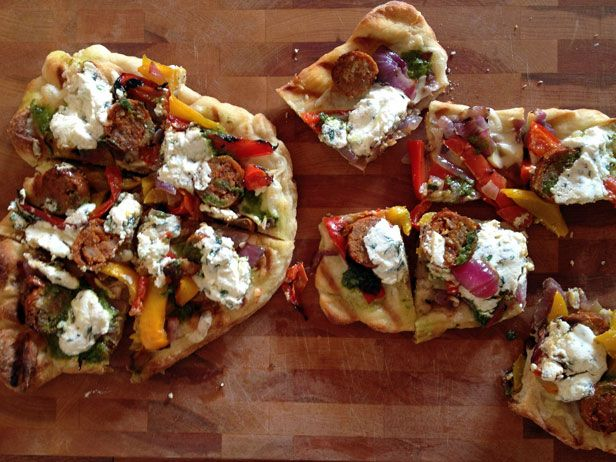 The New Girl's foray into the delicious land of grilled pizza.: Food Network, Easy Grilled, Cocina Food, Sausages Pizza, Grilled Food, Girls Foray, Grilled Pizza, Food Recipe, Grilled Sausages