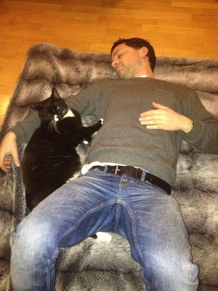 LOVE BETWEEN CAT AND HUMAN BEYOND WORDS  / THANK YOU JON  / CLICK LINK AND SEE US ON SWEDENS BEST BLOG INREDNINGSVIS.SE http://inredningsvis.se/
