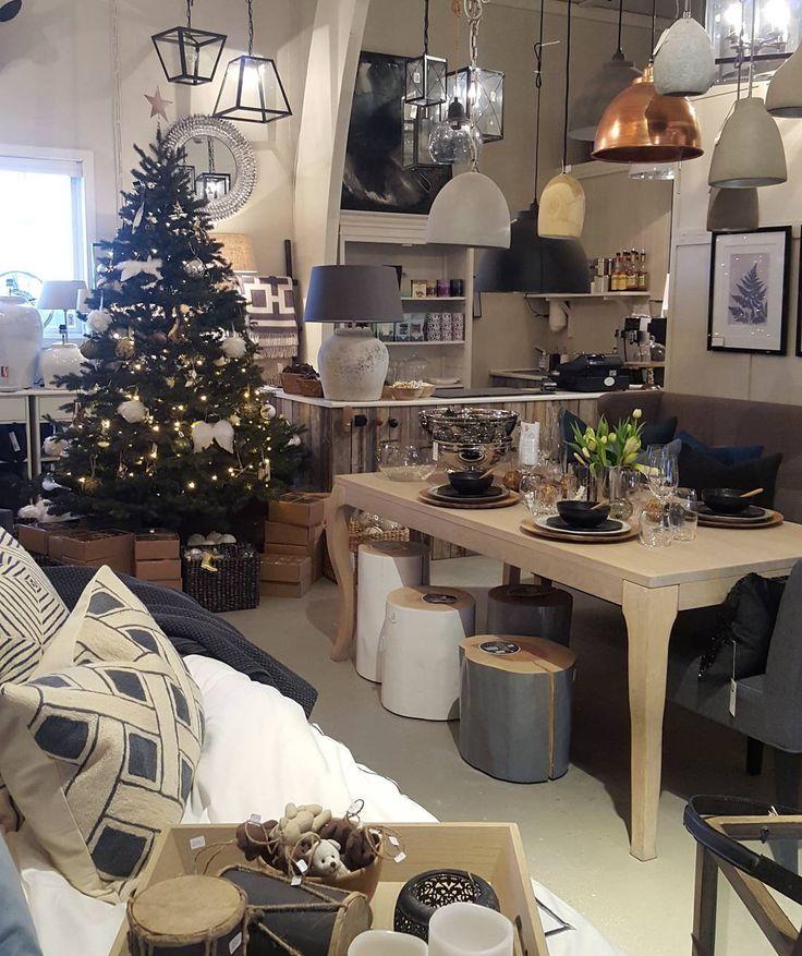 Vi storkoser oss i butikken med masse hyggelige kunder innom som blandt annet sikrer seg vakker julepynt kranser mm  #lykkeligpaahaver #lykkeligpåhaver #jul #julepynt #shishi #klassisk #naturlig #glam #nisjebutikk #drøbak #møbler #interiør #inspirasjon # by lykkeligpaahaver