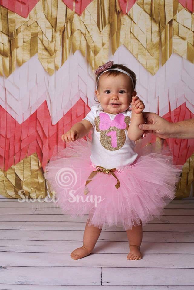 Minnie Mouse 1st Birthday, Pink Gold Minnie Mouse Party, minnie mouse outfit, Pink gold party, First Birthday baby girl, cake smash. by GABYROBBINSDESIGNS on Etsy https://www.etsy.com/listing/245463129/minnie-mouse-1st-birthday-pink-gold