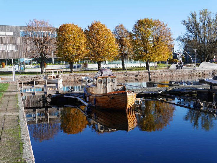 An old boat in the harbour of Kristiansand in Southern Norway.   Photo: Elisabeth Høibo©Visit Southern Norway