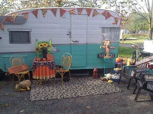 decorated travel trailers decorated for halloween i like the banner - Halloween Trailers