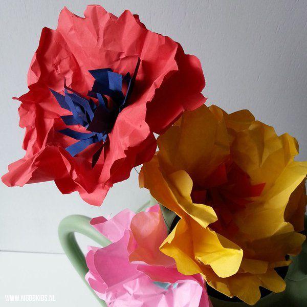 Flower power! Haal de lente maar vast in huis. Liza laat je zien hoe je eenvoudig van papier een bloem maakt. De zon begint al te stralen! #juf