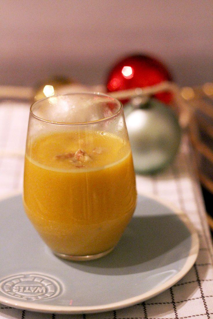 Op zoek naar een fijn tussengerecht voor kerst (of een gewoon diner)? Deze pompoensoep, extra lekker gemaakt met mango en kokosmelk en gegarneerd met walnoten, is snel, simpel en oh so delicious. Verhit een grote (soep)pan met wat olijfolie. Doe hier de blokjes pompoen bij en laat een paar minuten bakken. Voeg dan de fijngesneden sjalotjes en knoflook …