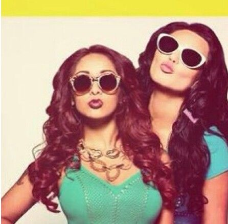 Love these bitches snooki and jwoww
