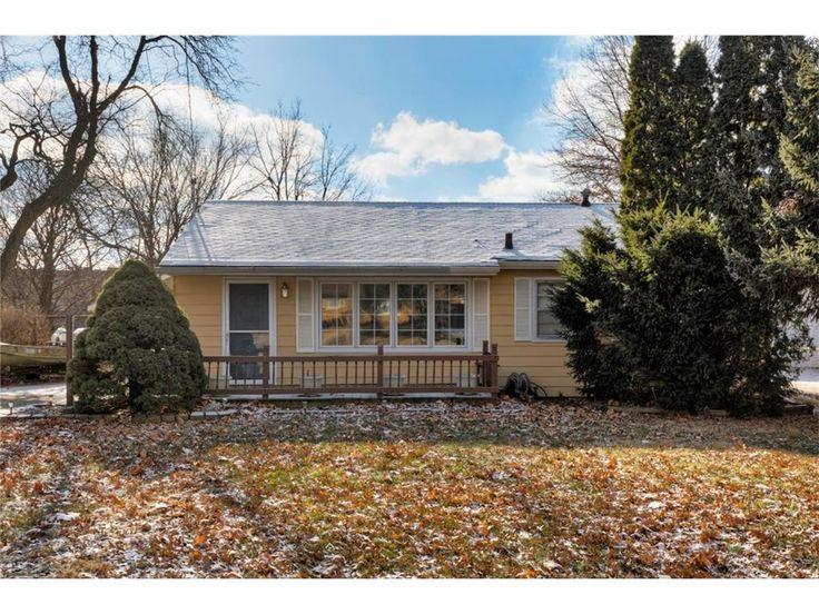 2226 Wakonda View Dr, Des Moines, Iowa, MLS# 530464, 2 bedroom, 2 bathroom, $129900, Des Moines Homes for Sale