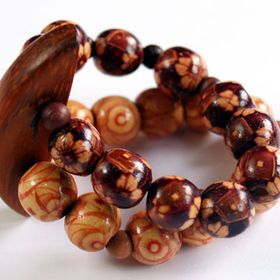 Wooden beads are great for making summer jewelry! They work well with cotton or linen outfits and the best part is - the simpler the better!
