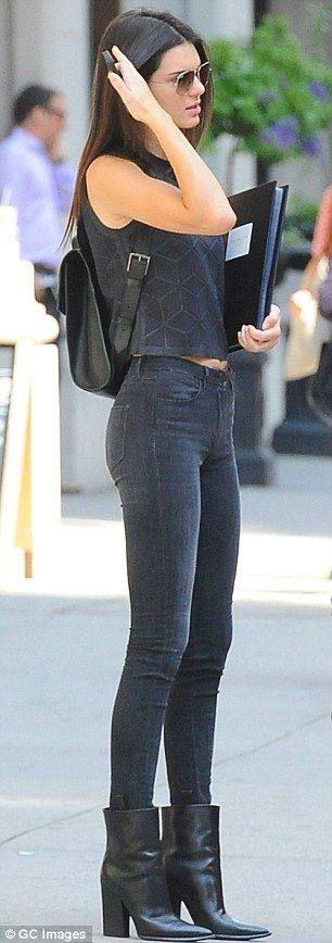 Kendall Jenner shows off slim physique in skinny jeans and crop top #dailymail, #chalilozdemir, #epazarlamatk