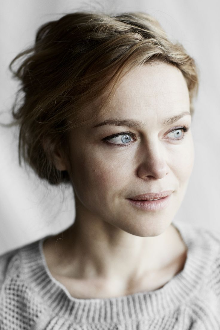 Yellows-Pia-Winther-Teater1-Helle-Fagralid-Danish-Actress