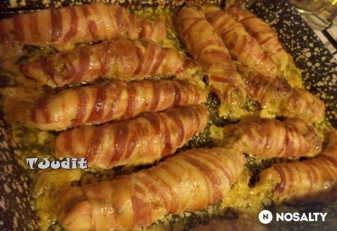Bacon szeletekbe göngyölt töltött csirkemell