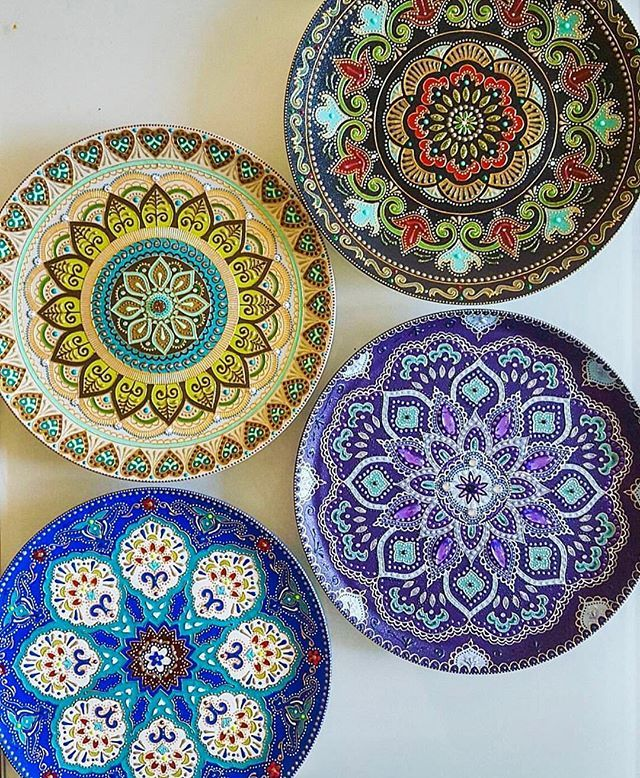 These hand painted ceramic plates by @tatiana.azaryeva are GORGEOUS and one of a kind!  Such intricate detail ❤️ She is an amazing artist! @tatiana.azaryeva ✨