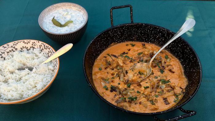 Wat zullen we eens eten vanavond? Iedere dag in de Volkskrant een verrassend recept. Vandaag: Murgh dopiaza, Indiase kip-uiencurry (hoofdgerecht voor