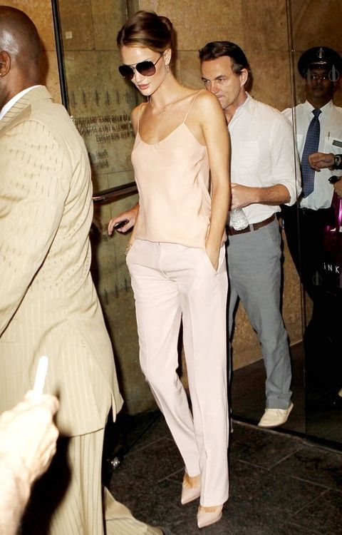 Rosie Huntington-Whiteley.  Wish I had this female's wardrobe: Rosie Huntington Whiteley, Summer Styles, Color, Outfit, Pale Pink, White Pants, Street Styles, Blushes, Rosiehuntingtonwhiteley