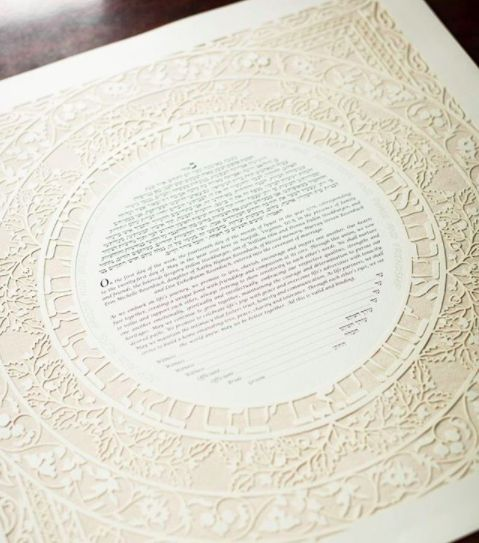 Featured on @thebigfatjewishwedding Erin & Greg chose Enya Keshet's  Sasson Papercut – Sand Weave Ketubah. by @justinhankins ​We love these photos! Mazel tov to Erin & Greg!​