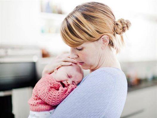 Perdebatan mengenai bagaimana cara terbaik untuk memberi makan bayi adalah salah satu perdebatan sengit yang memecah komunitas kesehatan dan saran pengasuhan, dan sering kali membuat banyak ibu baru kecewa dan bingung terkait mana yang terbaik.   Apapun metode yang cocok dengan Anda, inilah fakta-fakta yang harus Anda tahu http://on-msn.com/1sOp4en