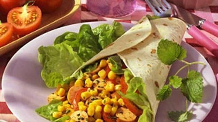 Haben Sie noch Würstchenreste im Kühlschrank? Dann können Sie die gut zusammen mit Salat in den Wrap füllen. Das schmeckt auch kalt sehr gut.