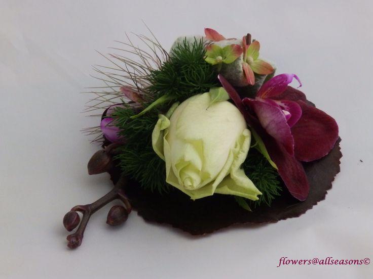corsage bijpassend bij bruidsboeket druppel met orchidee