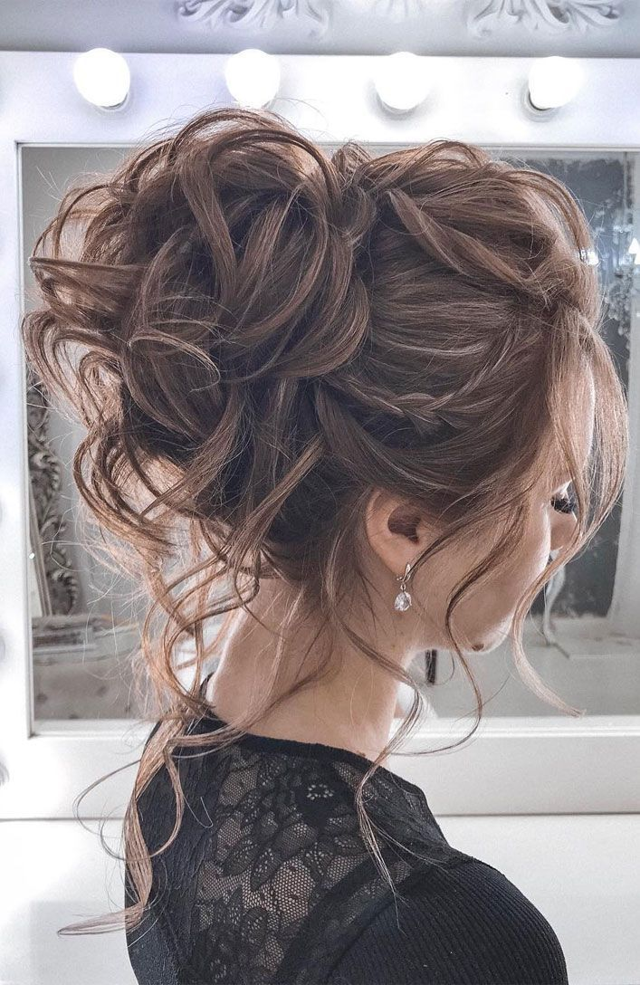 44 Romantic Messy Updo Hairstyles For Medium Length To Long Hair Messy Updo Hairstyle For Elegant Look Hair Styles Messy Hair Updo Wedding Hair Inspiration