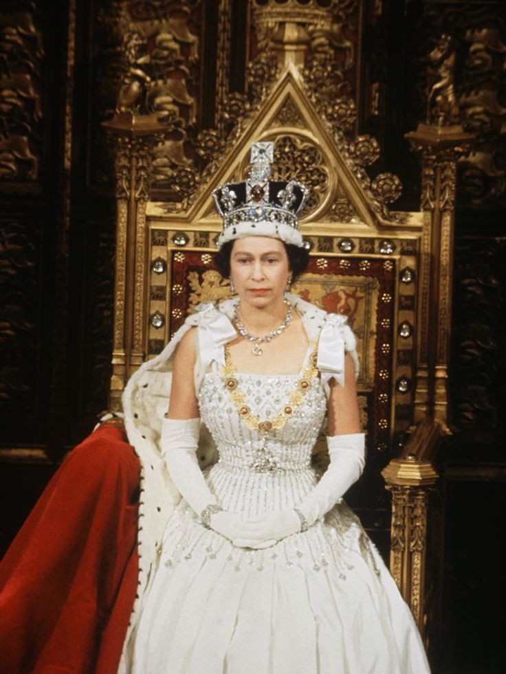 How Queen Elizabeth Used a Tiara to Shape the Narrative
